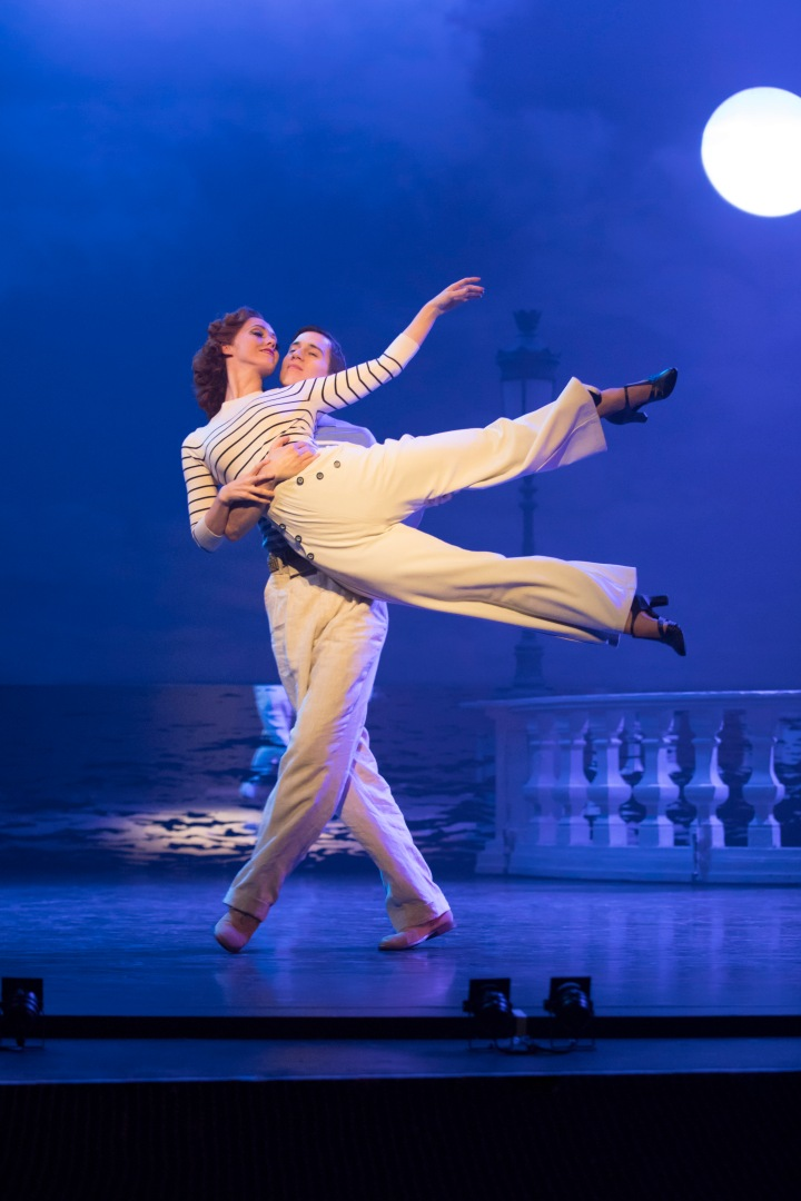 THE RED SHOES. Ashley Shaw 'Victoria Page' and Dominic North 'Julian Craster'. Photo by Johan Persson.jpg